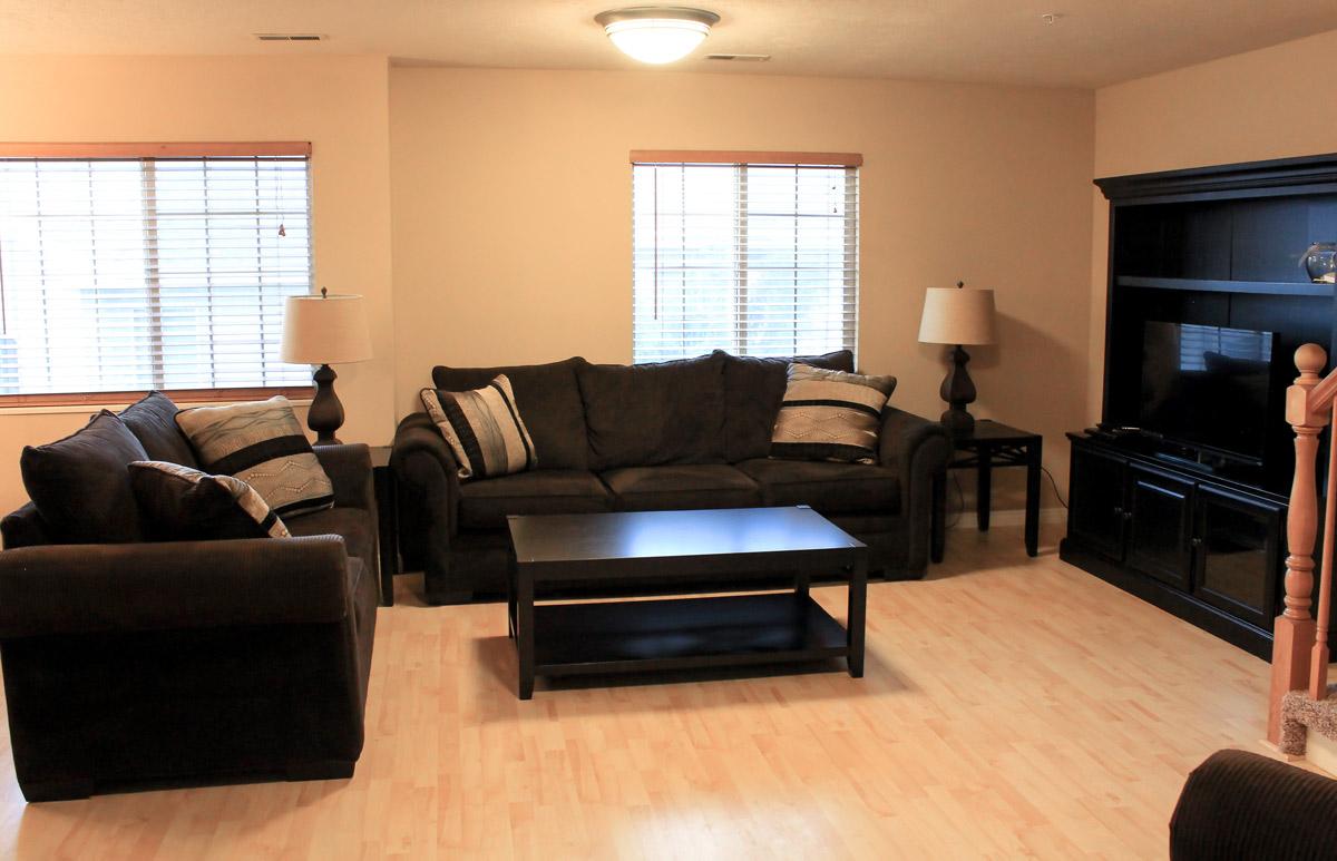 bountiful-living-room-1